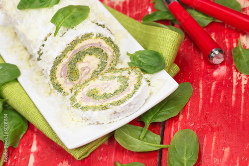 Spinach roll with cheese and ham