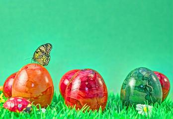 Ostereier marmoriert und Schmetterling