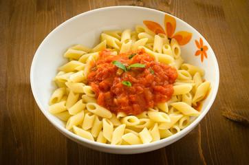 Penne al sugo, pasta italiana