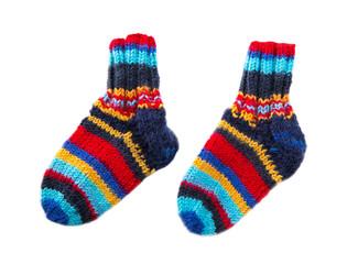 Selbstgestrickte Socken - bunt und isoliert
