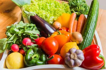 Obst und Gemüse in einem Korb