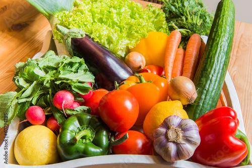 canvas print picture Obst und Gemüse in einem Korb