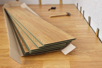Laminated panels the color of the wood