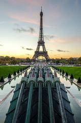 Lever de soleil sur la tour Eiffel