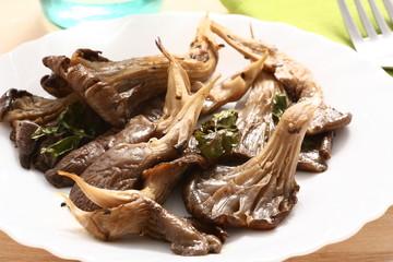 Funghi arrosto con olio di oliva