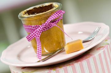 Kuchen im Glas und Bonbon
