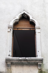 Venetian window.