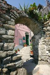 stones arch to Manarola