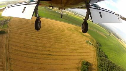 plane flies landing.