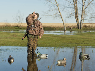 Waiting Duck Hunter