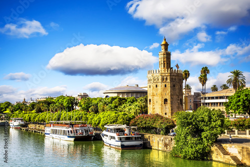 Foto op Aluminium Oude gebouw Golden tower (Torre del Oro) in Sevilla, Andalusia, Spain.