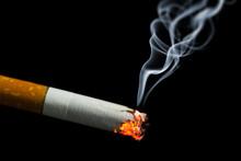 Palenie papierosów z dymem