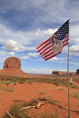 drapeau indien à monument Valley, Arizona