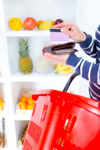 woman buying fruit at the market and paid with credit card