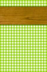 Tischdeckenmuster grün weiß mit Holzbrett