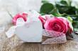 Herz und Rosen auf Holz