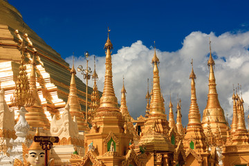 Golden stupas at the Shwedagon Paya