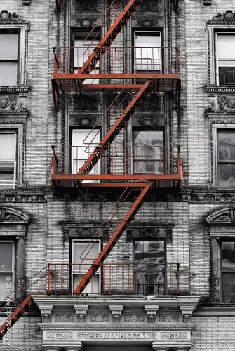 Feuertreppe an Hauswand, New York - 60841150