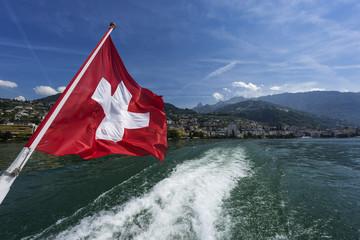 Schweizer Flagge in Montreux am Genfer See, Schweiz