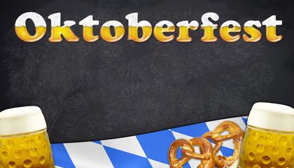 Oktoberfest auf Tafel mit Fahne und Bierkrügen
