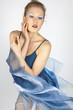 Frau mit wehendem Kleid