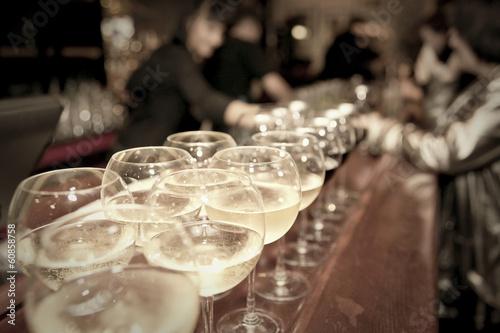 In de dag Buffet, Bar Wineglasses on bar counter