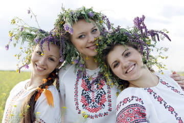 Three beauties in Ukrainian national costumes