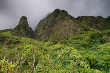Horizontal view of the Iao Needle