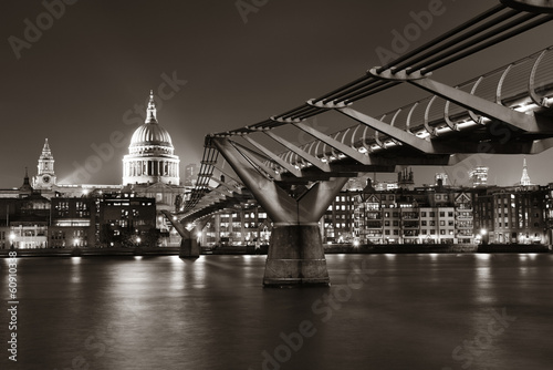 Foto op Aluminium New York Millennium Bridge and St Pauls