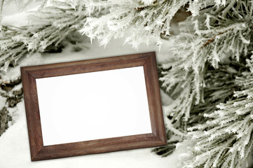 деревянная рама для картин в заснеженном лесу