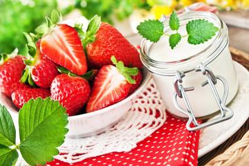 Erdbeeren - und Milchprodukt