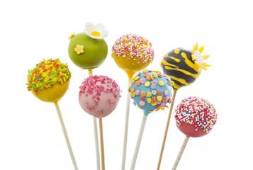 verschiedene Cake Pops mit bunter Deko