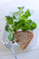 Feldsalat mit Kernöl und Brot