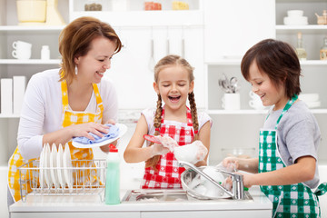 Kids and mother washing the dishes