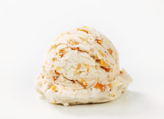 Walnut ice cream