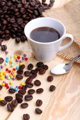 Tazzina di caffè e perle di zucchero