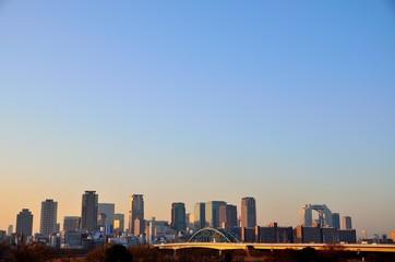 朝の大阪ビル群
