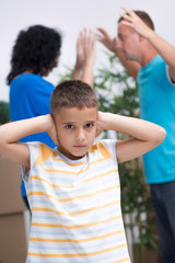 little boy it can not listen to the parents argue