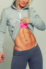 Woman lifting her clothes to show ABS