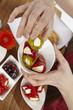 Junge Frau mit Antipasti - gefüllte Paprikaspitzen
