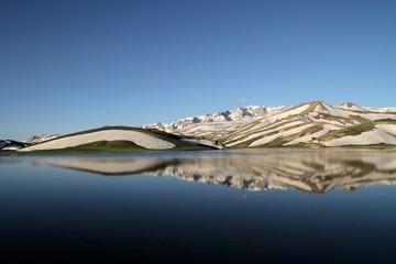 karlı göl