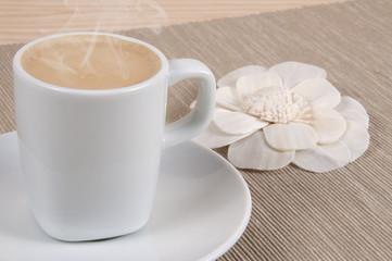 Café con leche y flor