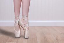 Doskonały tancerz En Pointe Przestrzeni Kopii
