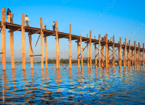 Foto op Plexiglas Indonesië .Bridge U-Bein teak bridge is the longest.