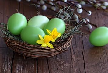 Nest mit Ostereiern