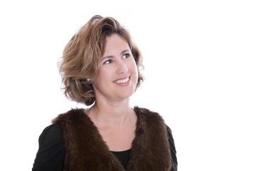 Gesicht einer Frau mit 40 lachend auf weiß isoliert