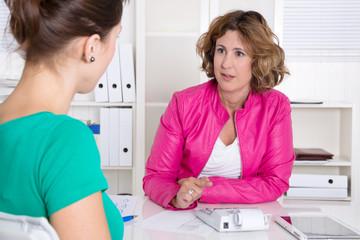Frauen im Beratungsgespräch oder im Business Team