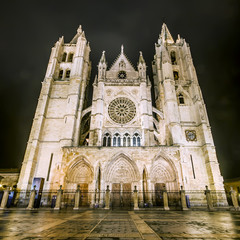 Night shot of the Cathedral of Leon in a foggy day, Leon, Spain