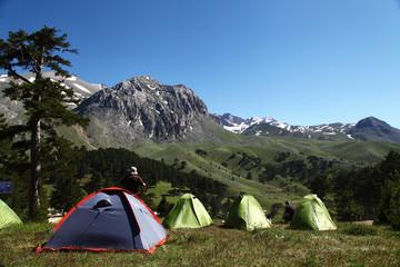 kamp çadırı kurmak
