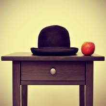 Magritte tableaux sur toile tableaux et posters - Tableau chapeau melon pomme verte ...